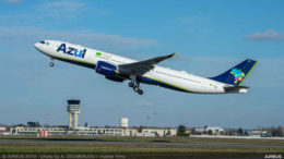 A330-900-neo-AZUL-take-off-airbus-america