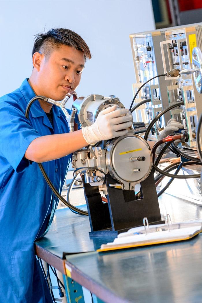 Test-certification-nombreux-composants-Liebherr-Aerospace-Singapour